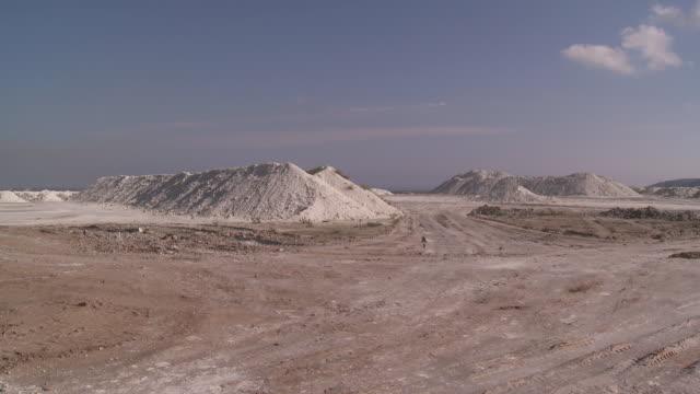ws view of gypsum quarry / agua amarga, andalusia, spain - agua点の映像素材/bロール