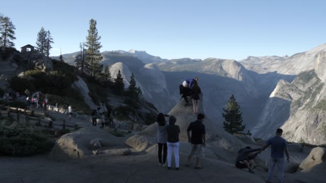 view of half dome and visitors at glacier point at sunset, yosemite national park, unesco world heritage site, california, united states of america, north america - yosemite nationalpark stock-videos und b-roll-filmmaterial