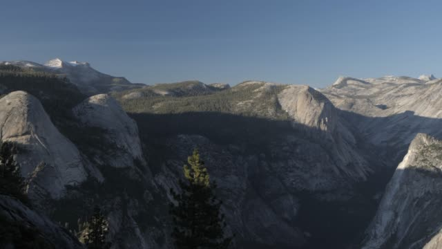 vídeos de stock, filmes e b-roll de view of half dome from glacier point at sunset, yosemite national park, unesco world heritage site, california, united states of america, north america - condado de mariposa