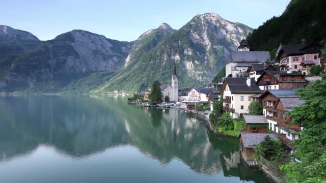 ws view of hallstì_tter see lake in front of hallstatt / hallstatt, salzkammergut region, upper austria, austria - salzkammergut stock videos and b-roll footage