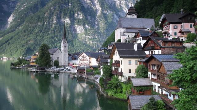 ws view of hallstatt / hallstatt, salzkammergut region, upper austria, austria - salzkammergut stock videos and b-roll footage