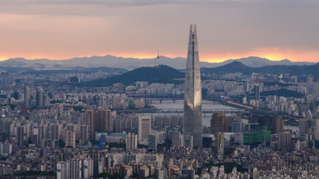 view of han river and lotte world tower in downtown jamsil / songpa-gu, seoul, south korea - straßenschild stock-videos und b-roll-filmmaterial