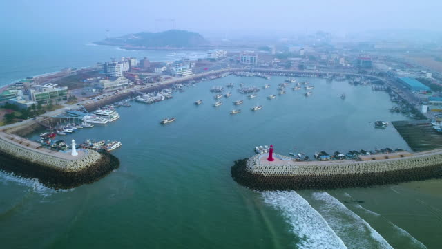 view of harbor in gunsan, jeollabuk-do at cloudy day - 朝鮮半島点の映像素材/bロール
