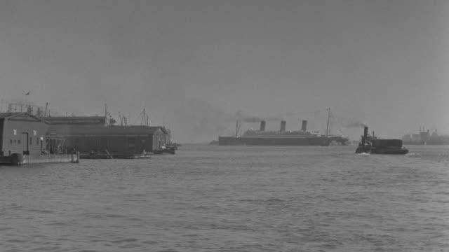 vídeos y material grabado en eventos de stock de ws pov view of harbor with boats passing  - embarcación de pasajeros