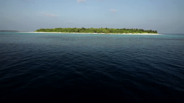 stockvideo's en b-roll-footage met view of havodigalaa island, south huvadhu atoll, maldives - ver