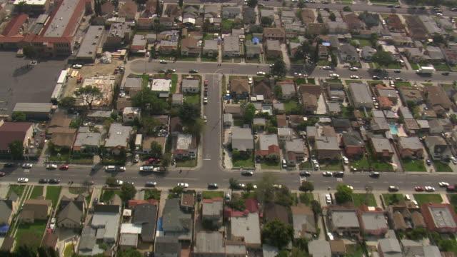 vídeos de stock e filmes b-roll de ws aerial zi view of heading south towards long beach / california, united states - long beach califórnia