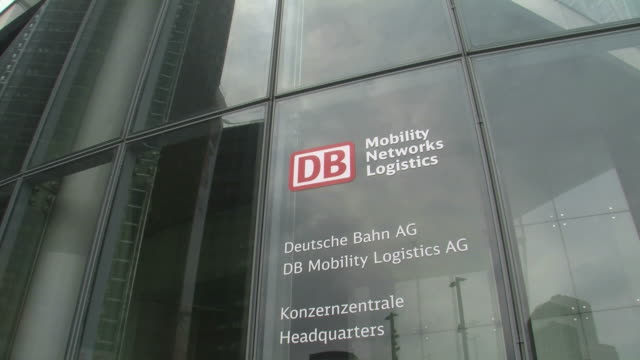stockvideo's en b-roll-footage met cu tu view of headquarter of deutsche bahn at potsdamer platz / berlin, germany - westers schrift