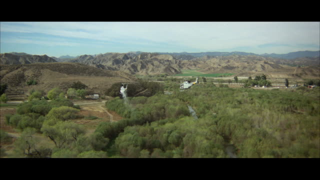 ws pov view of helicopter above mountain ranges at wilderness area - wilderness area stock videos & royalty-free footage