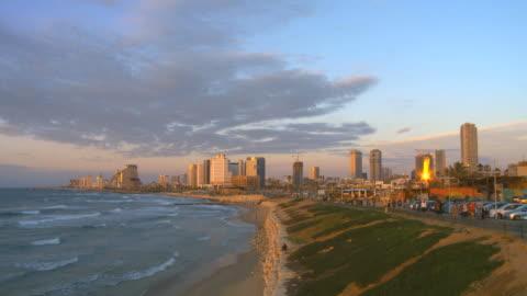 ws t/l view of high buildings of tel aviv skyline at sunset time / tel aviv, dan metropolitan, israel - テルアビブ点の映像素材/bロール