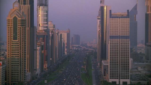 stockvideo's en b-roll-footage met ws pan view of high rise buildings and traffic on street - toyota motor