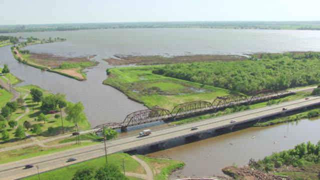 vídeos y material grabado en eventos de stock de ws aerial view of highway at overholser bridge in oklahoma county / oklahoma, united states - route 66