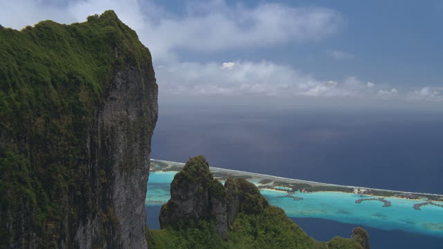 stockvideo's en b-roll-footage met ws pov view of hill with blue sea / bora bora, tahiti  - tahiti