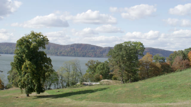 w/s view of hillside along hudson river - hudson river stock videos & royalty-free footage