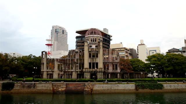 夜に広島原爆ドームのビュー - 化石燃料点の映像素材/bロール