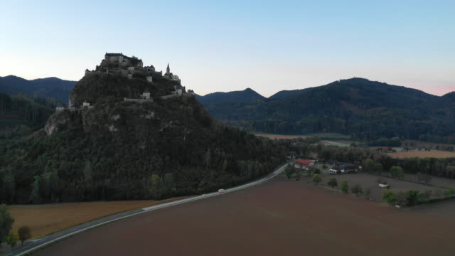 view of hochosterwitz castle (one of austria's most impressive medieval castles) in launsdorf, austria - オーストリア文化点の映像素材/bロール