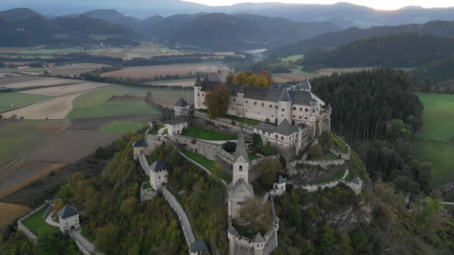 view of hochosterwitz castle(one of austria's most impressive medieval castles) in launsdorf, austria - schlossgebäude stock-videos und b-roll-filmmaterial