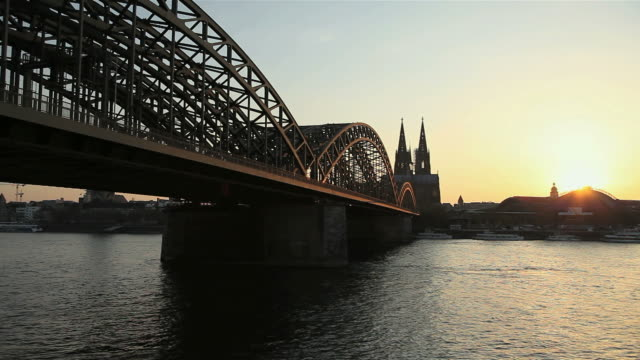 ws view of hohenzollern bridge over river rhine with cathedral in background  / cologne, north rhine-westphalia, germany - river rhine stock videos & royalty-free footage
