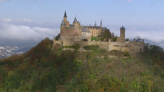 ws aerial ds view of hohenzollern castle on top of mount hohenzollern / bisingen, baden wurttemberg, germany - 尖り屋根点の映像素材/bロール