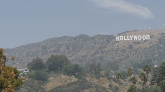 vídeos de stock, filmes e b-roll de view of hollywood sign in hollywood hills, hollywood, los angeles, california, united states of america, north america - low angle view