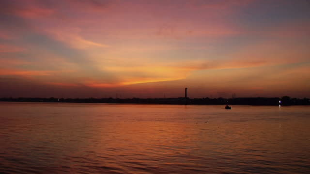 WSPOV View of hooghly river at dusk / Kolkata, West Bengal, India