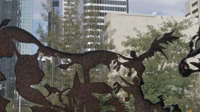 vídeos y material grabado en eventos de stock de view of horse sculptures in courthouse park and buildings on 7th avenue, calgary, alberta, canada, north america - 7th avenue
