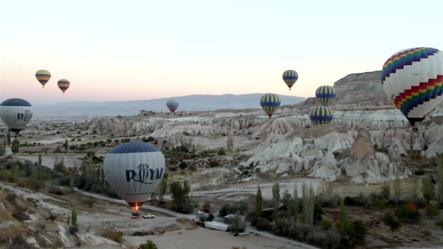 ws t/l view of hot air ballons flying on sky of mysterious cappadocia / goremel, turkey - cappadocia stock videos and b-roll footage