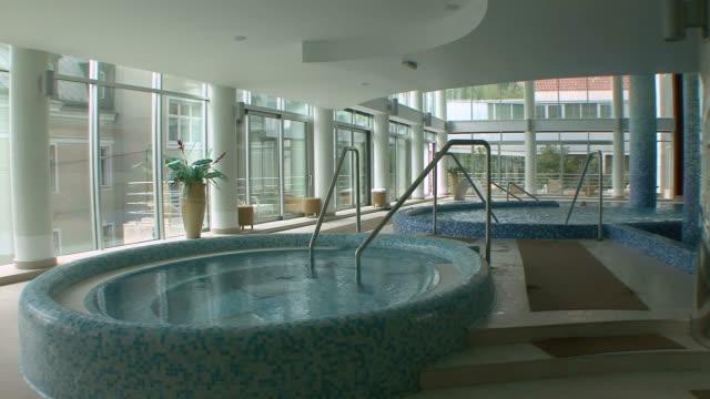 vidéos et rushes de ws view of hot tub in luxury spa / opatija, croatia   - établissement de cure
