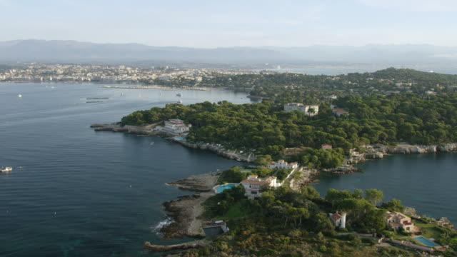 WS AERIAL POV View of Hotel du Cap Eden Roc and Chateau de l'horizon / Antibes, Cannes, France