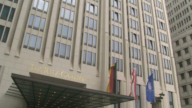 vídeos de stock, filmes e b-roll de cu tu view of hotel ritz carlton at potsdamer platz / berlin, germany - escrita ocidental