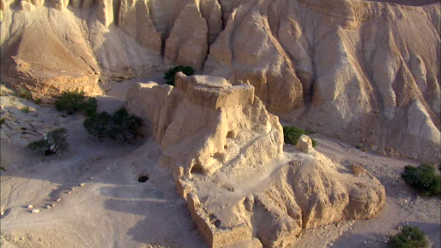aerial ms ds cu view of hotels in city near dead sea / ein boqeq, sourn judea desert, israel - 聖地パレスチナ点の映像素材/bロール