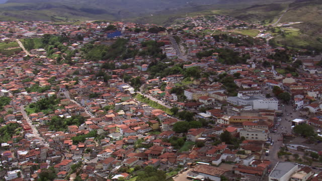 ws aerial ds view of house in town / minas gerais, brazil - minas stock videos and b-roll footage