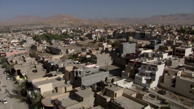ws td view of houses in sulaymaniah / sulaymaniyah, kurdistan, iraq - iraq stock videos & royalty-free footage