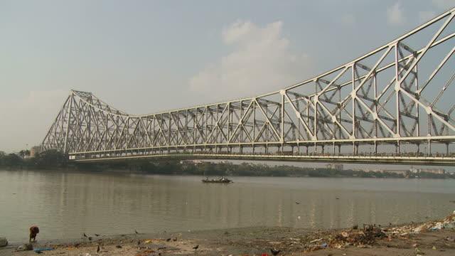 view of howrah bridge in kolkata india - kantilever bildbanksvideor och videomaterial från bakom kulisserna