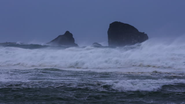 view of hyeongjeseom island and wild wave breaking / seogwipo-si, jeju-do, south korea - 巨礫点の映像素材/bロール
