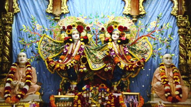 vídeos y material grabado en eventos de stock de ws view of idols of lord krishna and radha in iskcon temple at vrindavan / mathura, uttar pradesh, india - krishna