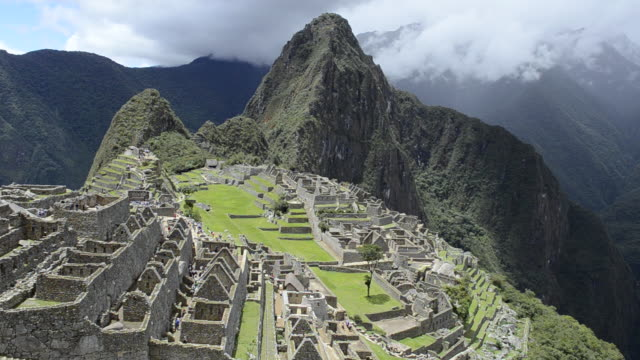 ws view of inca ruins mountain / machu picchu, peru - machu picchu stock videos & royalty-free footage