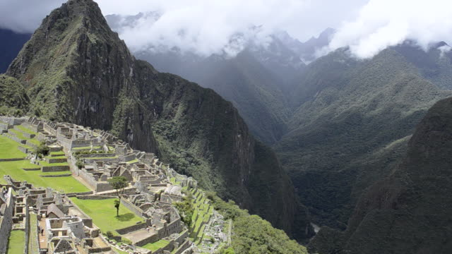WS PAN View of  Inca ruins mountain / Machu Picchu, Peru