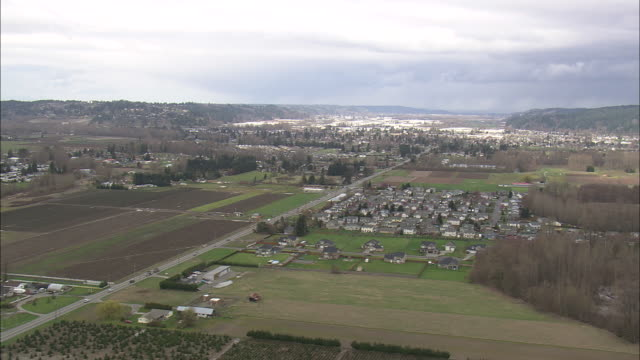 ws aerial view of industry near puyallup / washington, united states - stato di washington video stock e b–roll