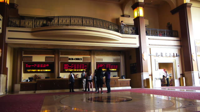 stockvideo's en b-roll-footage met ws view of interior of modern movie theater multiplex lobby / los angeles,  california, usa - lobby
