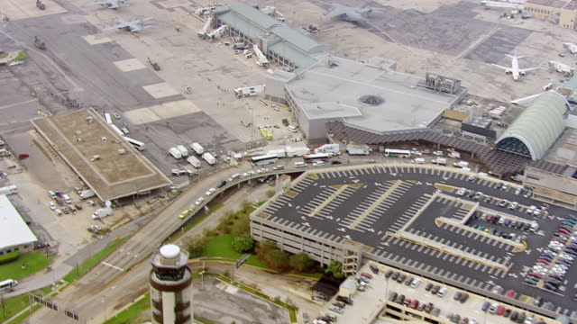 stockvideo's en b-roll-footage met view of international airport and terminal triage area / united states - triage