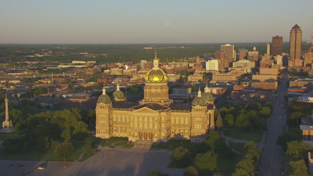 ws zo aerial pov view of iowa state capitol and 801 grand building at sunrise / des moines, iowa, united states - dome stock videos & royalty-free footage