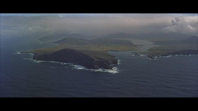 vidéos et rushes de aerial pov view of ireland / ireland - irlande