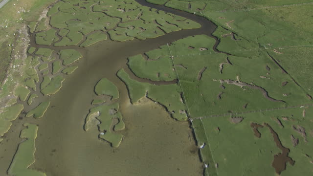 ms aerial td view of isle of harris in outer hebrides on west coast of scotland / isle of harris, hebrides, scotland - äußere hebriden stock-videos und b-roll-filmmaterial