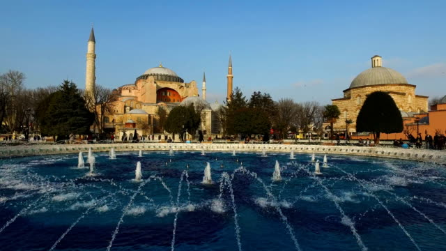 vídeos y material grabado en eventos de stock de a view of istanbul's famous hagia sofia on march 10 2017 in istanbul turkey formerly an orthodox basilica and a mosque the hagia sophia is now a... - bizantino
