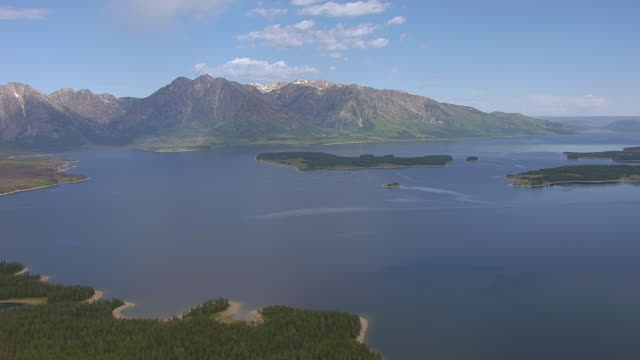 ws aerial view of jackson lake and mount moran / wyoming, united states - mt moran stock videos & royalty-free footage
