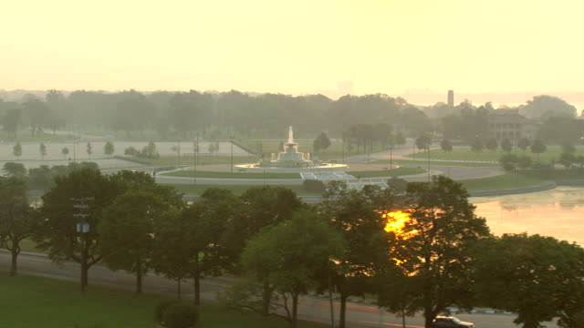 ws aerial view of  james scott memorial fountain at belle isle park on detroit river at sunrise time / detroit, michigan, united states - detroit river stock-videos und b-roll-filmmaterial