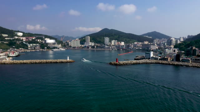 vidéos et rushes de view of jangseungpo port in geoje island, south korea - phare