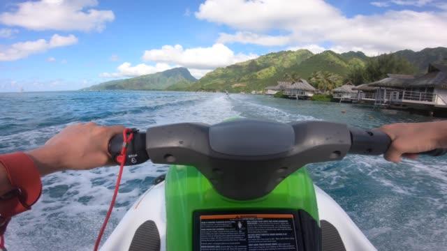 pov view of jetski personal watercraft in moorea tropical island. - フランス海外領点の映像素材/bロール