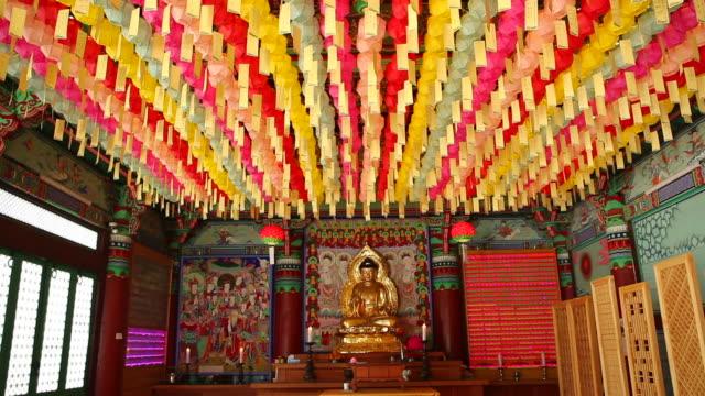 vídeos de stock e filmes b-roll de view of jwabulsang in cheongunsa temple - figura masculina