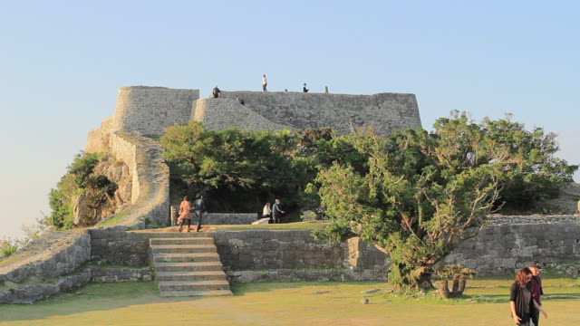 ws view of katsuren castle, world heritage / katsuren cho, okinawa, japan - travel destinations点の映像素材/bロール